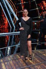 Sonakshi Sinha On The Sets Of Sony Indian Idol in Yashraj Studio, Andheri on 8th Aug 2018 (18)_5b6be43fd567e.JPG