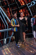 Sonakshi Sinha, Jassi Gill On The Sets Of Sony Indian Idol in Yashraj Studio, Andheri on 8th Aug 2018 (19)_5b6be3549f97c.JPG