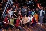 Sonakshi Sinha, Jassi Gill, Manish Paul,  Anu Malik, Neha Kakkar and Vishal Dadlani On The Sets Of Sony Indian Idol in Yashraj Studio, Andheri on 8th Aug 2018 (18)_5b6be358a278c.JPG