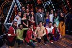 Sonakshi Sinha, Jassi Gill, Manish Paul,  Anu Malik, Neha Kakkar and Vishal Dadlani On The Sets Of Sony Indian Idol in Yashraj Studio, Andheri on 8th Aug 2018 (19)_5b6be49ef152b.JPG