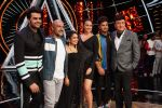 Sonakshi Sinha, Jassi Gill, Manish Paul,  Anu Malik, Neha Kakkar and Vishal Dadlani On The Sets Of Sony Indian Idol in Yashraj Studio, Andheri on 8th Aug 2018 (22)_5b6be35b41884.JPG