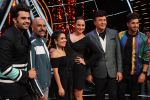 Sonakshi Sinha, Jassi Gill, Manish Paul,  Anu Malik, Neha Kakkar and Vishal Dadlani On The Sets Of Sony Indian Idol in Yashraj Studio, Andheri on 8th Aug 2018 (24)_5b6be4620c5dc.JPG