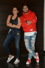 Sonakshi Sinha, Jassi Gill At Eros Office In Andheri For The Media Interactions For The Film Happy Phirr Bhag Jayegi on 9th Aug 2018 (6)_5b6d3cce234f7.JPG