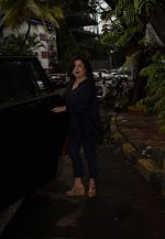 Farah Khan Spotted At Kromakay Salon In Juhu on 12th Aug 2018 (1)_5b713c66d4113.jpg