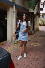 Pooja Hegde spotted at bandra on 11th Aug 2018 (1)_5b712d62036b3.jpg