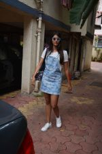 Pooja Hegde spotted at bandra on 11th Aug 2018 (3)_5b712d67dc74a.jpg