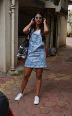 Pooja Hegde spotted at bandra on 11th Aug 2018 (5)_5b712d6e4245e.jpg