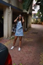 Pooja Hegde spotted at bandra on 11th Aug 2018 (6)_5b712d71ba822.jpg