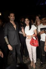 Sunny Leone, Daniel Webber Spotted At B Lounge In Juhu on 11th Aug 2018 (6)_5b712da3868f2.JPG