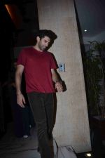 Aditya Roy Kapoor at Manish Malhotra_s party in his bandra home on 14th Aug 2018 (82)_5b75200cdc745.JPG