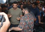 John Abraham visits the Gaiety theatre in bandra to check the audience response to his film Satyamev Jayate on 15th Aug 2018 (2)_5b752a6726a74.jpg