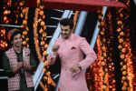 Manish Paul on sony_s Indian Idol set at Yashraj, andheri on 14th Aug 2018 (8)_5b751972e2b44.JPG