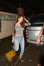 Evelyn Sharma Spotted At Bandra on 16th Aug 2018 (1)_5b7a61da3cefc.JPG