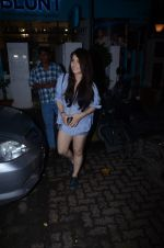 Radhika Madan spotted at Bblunt in Khar on 16th Aug 2018 (2)_5b7a62046b1f0.JPG