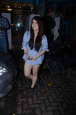 Radhika Madan spotted at Bblunt in Khar on 16th Aug 2018 (5)_5b7a6215ea86f.JPG