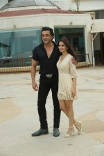 Kriti Kharbanda , Bobby Deol at the promotion of film Yamla Pagla Deewana Phir Se in Sun n Sand juhu on 20th Aug 2018 (27)_5b7bba2c1e3e0.JPG