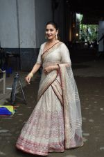 Madhuri Dixit on the the sets of Colors Dance Deewane in filmcity on 20th Aug 2018 (43)_5b7bbb989a261.JPG