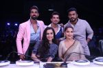 Shraddha Kapoor, Madhuri Dixit on the the sets of Colors Dance Deewane in filmcity on 20th Aug 2018 (11)_5b7bbb9df06e8.JPG