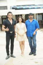 Sunny Deol, Kriti Kharbanda, Bobby Deol at the promotion of film Yamla Pagla Deewana Phir Se in Sun n Sand juhu on 20th Aug 2018 (31)_5b7bba35364f6.JPG