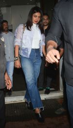 Priyanka Chopra spotted at Bastian in bandra on 23rd Aug 2018 (3)_5b816fc201222.jpg