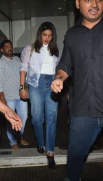Priyanka Chopra spotted at Bastian in bandra on 23rd Aug 2018 (4)_5b816fc5c096f.jpg