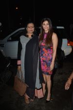 Daisy Shah with mother spotted at Bastian in bandra on 25th Aug 2018 (12)_5b83a841cb4ac.JPG