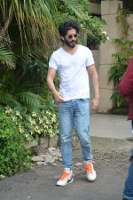 Harshvardhan Kapoor spotted at a clinic in bandra on 24th Aug 2018 (1)_5b839304cab47.JPG