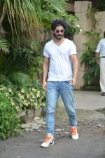 Harshvardhan Kapoor spotted at a clinic in bandra on 24th Aug 2018 (7)_5b839329ceeb8.JPG