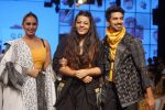 Huma Qureshi, Saqib Saleem at CAPRESE X SHIFT & ARPITA MEHTA at Lakme Fashion Week on 25th AUg 2018 (46)_5b839cc478dbe.JPG