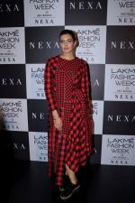 Ihana Dhillon at LAKME FASHION SHOW DAY 3 on 25th Aug 2018 (21)_5b83a8ff75770.JPG