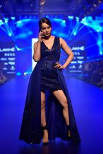 Kangana Ranaut at Pankaj and Nidhi Show at Lakme Fashion Week on 26th Aug 2018 (55)_5b83c49939d48.JPG