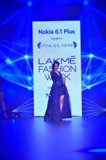 Kangana Ranaut at Pankaj and Nidhi Show at Lakme Fashion Week on 26th Aug 2018 (65)_5b83c4c7bb4ec.JPG