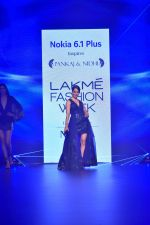 Kangana Ranaut at Pankaj and Nidhi Show at Lakme Fashion Week on 26th Aug 2018 (66)_5b83c4ce2cbce.JPG