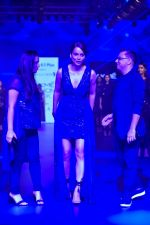 Kangana Ranaut at Pankaj and Nidhi Show at Lakme Fashion Week on 26th Aug 2018 (72)_5b83c4f325a83.JPG