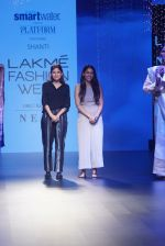Model at KANIKA GOYAL SHANTI POOCHKI SHOW at Lakme Fashion Show on 25th Aug 2018JPG (116)_5b839eba199a8.JPG