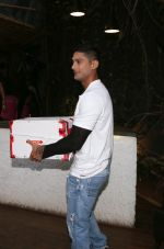 Prateik Babbar at Fundraiser for Kerala in B lounge juhu on 24th Aug 2018 (12)_5b8385cc8eb17.jpg