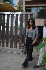 Priyanka Chopra spotted at a clinic in bandra on 24th Aug 2018 (4)_5b8393fa12cae.JPG