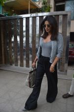 Priyanka Chopra spotted at a clinic in bandra on 24th Aug 2018 (6)_5b8394068a0b9.JPG