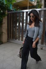 Priyanka Chopra spotted at a clinic in bandra on 24th Aug 2018 (7)_5b83940a27bcb.JPG