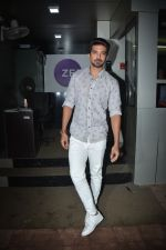 Saqib Saleem spotted at zee etc office in andheri on 25th Aug 2018 (13)_5b83a8c137fed.JPG