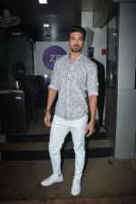 Saqib Saleem spotted at zee etc office in andheri on 25th Aug 2018 (14)_5b83a8c432d78.JPG