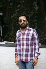 Siddhanth Kapoor at Fundraiser for Kerala in B lounge juhu on 24th Aug 2018 (4)_5b83860773f43.jpg