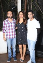 Siddhanth Kapoor, Tejaswini Kolhapure, Prateik Babbar at Fundraiser for Kerala in B lounge juhu on 24th Aug 2018 (23)_5b838625d3e1b.jpg