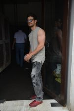 Sooraj Pancholi Spotted At Bastian In Bandra on 26th Aug 2018 (15)_5b83c4dc52eff.JPG