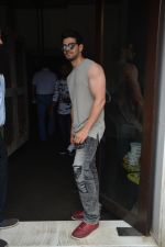 Sooraj Pancholi Spotted At Bastian In Bandra on 26th Aug 2018 (16)_5b83c4e274272.JPG