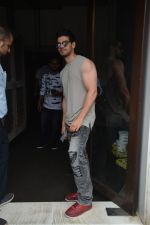 Sooraj Pancholi Spotted At Bastian In Bandra on 26th Aug 2018 (20)_5b83c50267f6b.JPG