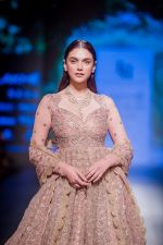 Aditi Rao Hydari walk the ramp for Jayanti Reddy at Lakme Fashion Week on 26th Aug 2018 (68)_5b84e86c27606.jpg