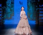 Aditi Rao Hydari walk the ramp for Jayanti Reddy at Lakme Fashion Week on 26th Aug 2018 (70)_5b84e86fce71a.jpg