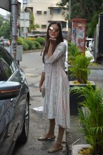 Pooja Hegde spotted at bandra on 27th Aug 2018 (1)_5b84feae68433.JPG