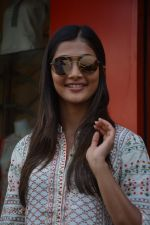 Pooja Hegde spotted at bandra on 27th Aug 2018 (10)_5b84ff0fb4012.JPG
